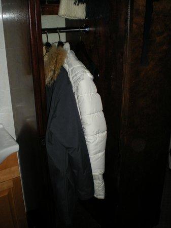 Hotel 17: armadio