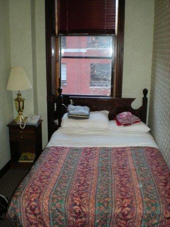 Hotel 17: Piccolo letto