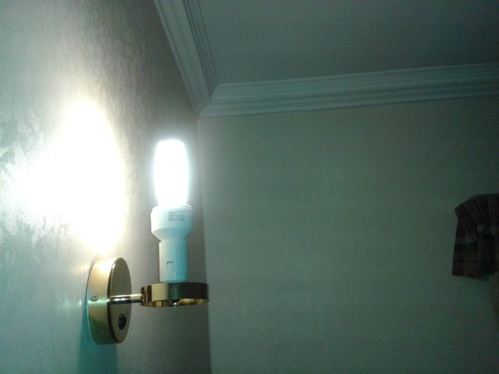 Holiday Inn Corby: Room Wall Light fitting