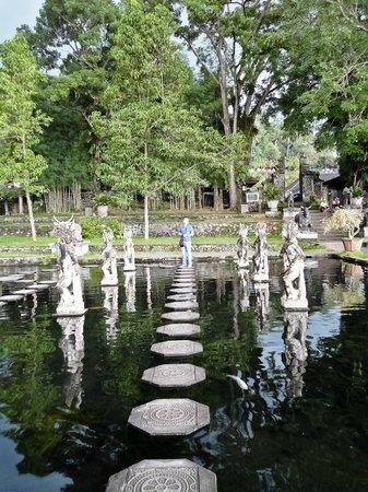 Tirta Gangga: stepping stones