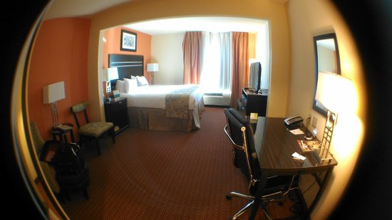 Wingate By Wyndham Tulsa : Room (taken with a fisheye lens)