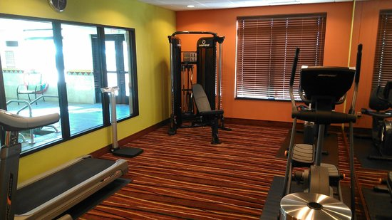 Wingate By Wyndham Tulsa : Workout room