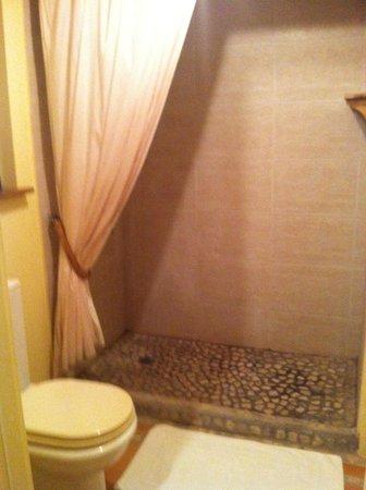 Harmony Hall Antigua: stanza 4: la doccia
