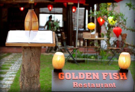 Golden Fish restaurant & bar : garden
