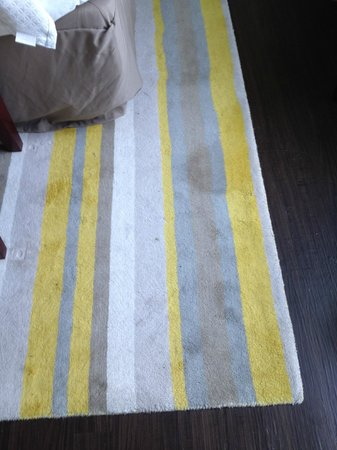 Hotel Indigo Asheville Downtown : Filthy Carpets