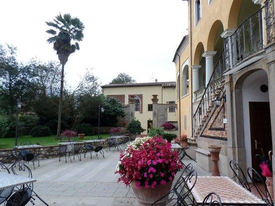 Hotel Villa Cheli : Jardín