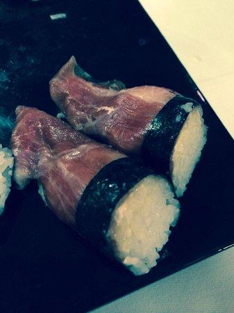 Hanaita: Serrano sushi!
