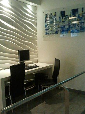Hotel Ultonia Girona: angolo pc