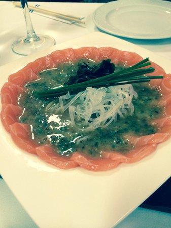 Hanaita: Salmon sashimi