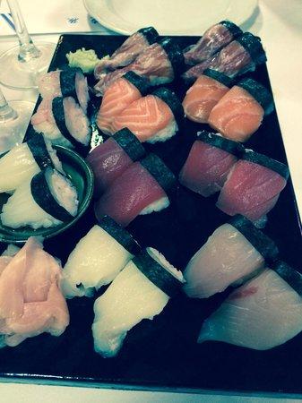 Hanaita: Mixed sushi