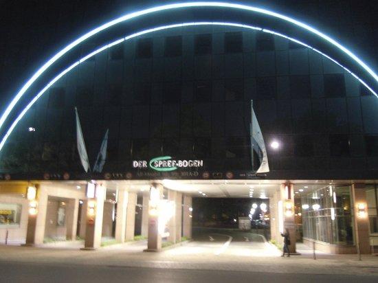 Ameron Hotel ABION Spreebogen Berlin: Einfahrt zum Hotel