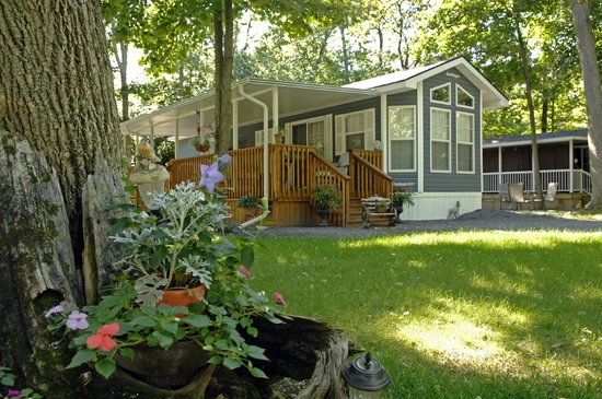 Quinte's Isle Campark : Cottage Life at QIC