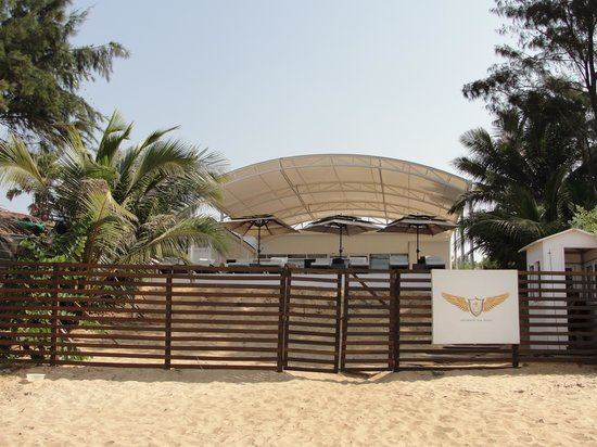 Fahrenheit Hotels and Resorts: Resort Shack from beach side