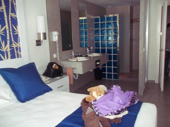 Hotel Riu Bambu : Baño en suite