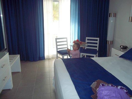 Hotel Riu Bambu : Habitacion con slida al balcón