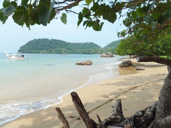 Ko Jum, Thailand: luboa beach view to the north
