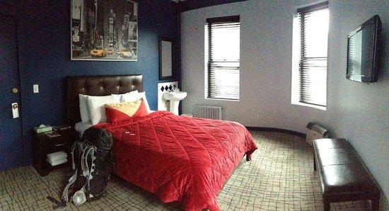 Broadway Hotel and Hostel : Foto do quarto queen privativo