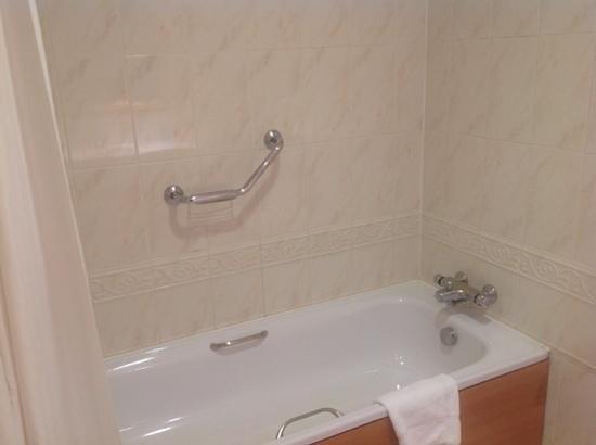 Red Cow Moran's Hotel: bathroom