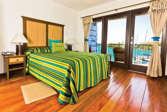 True Blue Bay Boutique Resort: Waterfront Suites