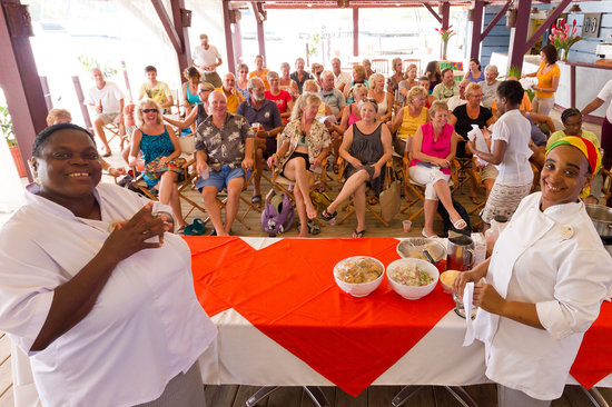 True Blue Bay Boutique Resort: Activities Cooking Class with Esther and Omega
