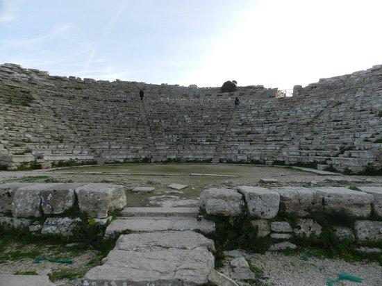 Tempio di Segesta : vista dal basso