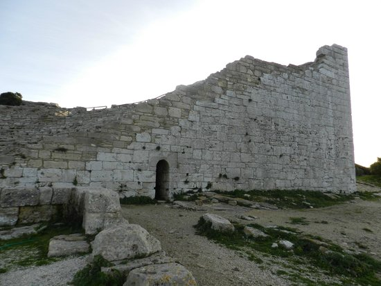 Tempio di Segesta : teatro lato est