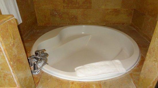 Catalonia Bavaro Beach, Casino & Golf Resort: baignoire