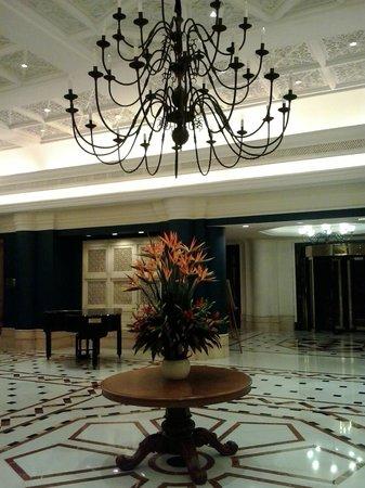 Vivanta by Taj - Connemara, Chennai: Grand Lobby
