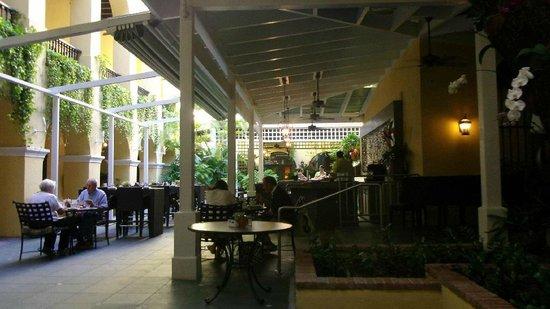 Hotel El Convento: Morning dining