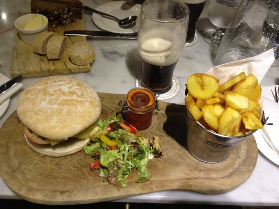 Newpark Hotel: Burger. Very tasty.