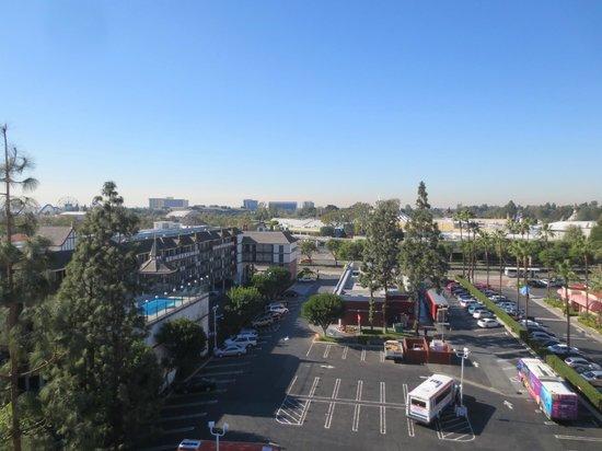 Fairfield Inn by Marriott Anaheim Resort : 9th Floor Facing DCA/Disneyland