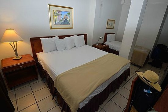 Hotel Plaza De Armas Old San Juan: King bed with twin next to it