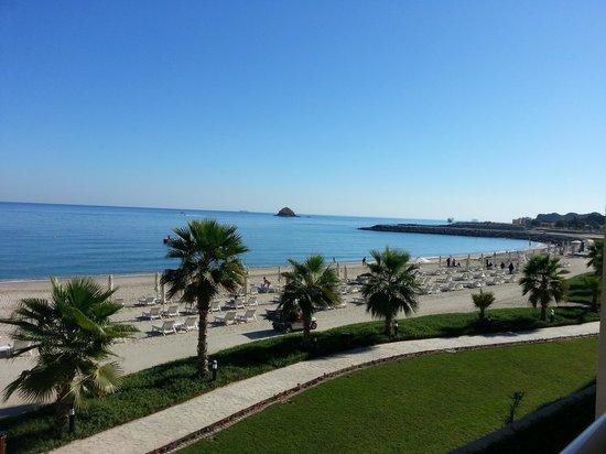 Radisson Blu Resort Fujairah: la spiaggia vista dall'hotel