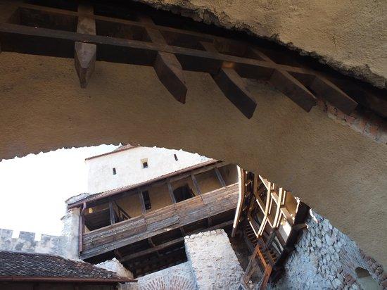 Rasnov Citadel: на входе во внутреннюю крепость...