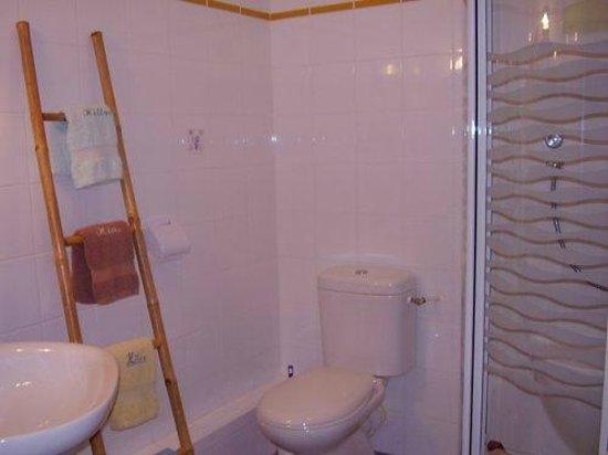Gite Hias : Salle d'eau chambre familiale Bruyères