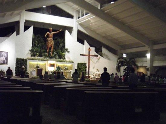 Parroquia de Cristo Resucitado: Dentro da Igreja