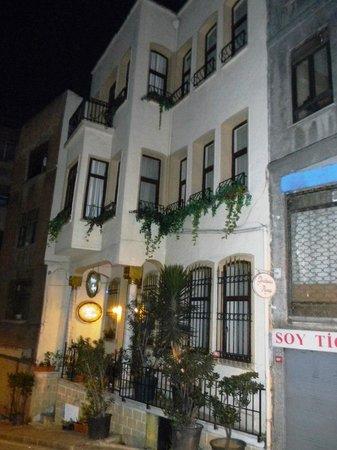 Hotel Gedik Pasa Konagi: Hotel oitside