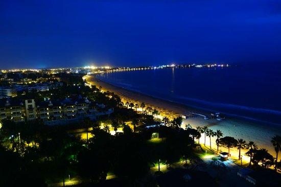 Melas Resort Hotel: Abendlicher Blick vom Balkon in Richtung Side