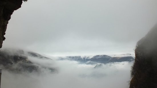 Santuario Basilica Madonna della Corona: Туман