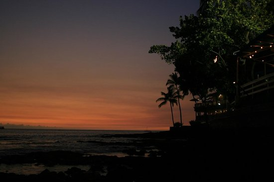 Kona Islander Inn: taken from the back door - ocean side of the hotel