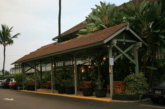 Kona Islander Inn : Main entrance/parking area