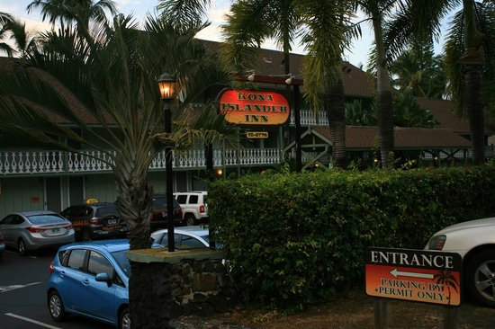 Kona Islander Inn : Main entrance/parking