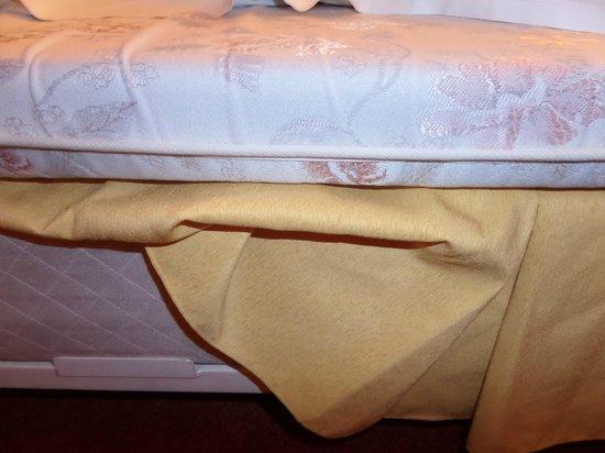 Hotel Astoria : very thin mattress
