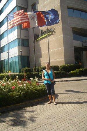 NH Collection Plaza Santiago: Entrada do Hotel