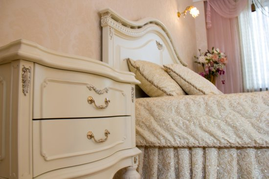 King Size Bed With A Set Of Very Nice Bed Clothes Picture Of Vip