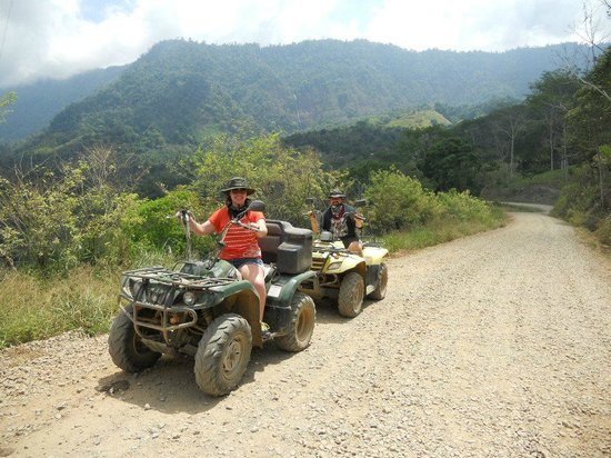 Blue Heaven Rendezvous Bed and Breakfast: ATV tour on the mountain