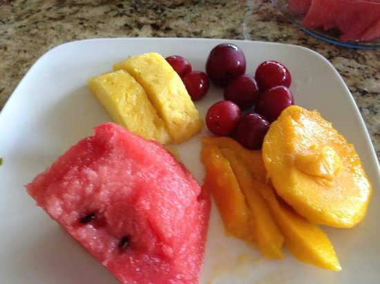 Blue Heaven Rendezvous Bed and Breakfast: Fresh fruit breakfast