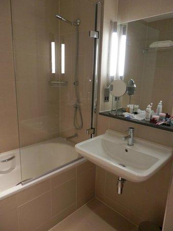 The Nadler Liverpool: baño comodo y buena presión de agua