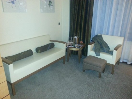 Arora Hotel Manchester: seating area