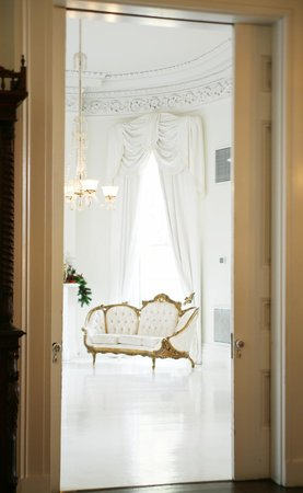 Nottoway Plantation Resort: White ballroom